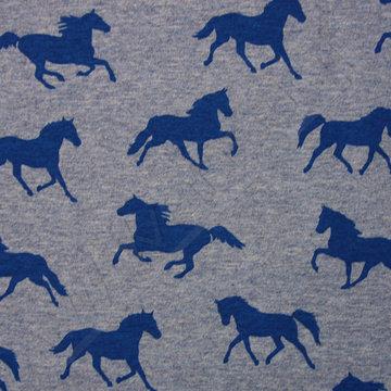 Blauwe paarden op jeansblauw gemeleerd