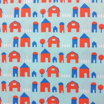 Katoen - Oranje huisjes op lichtblauw