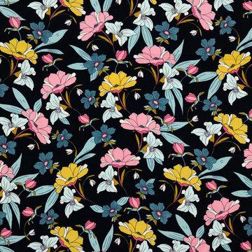 Viscose twill - Romantische bloemen op marineblauw