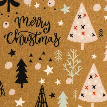Katoen - Versierde kerstbomen op oker