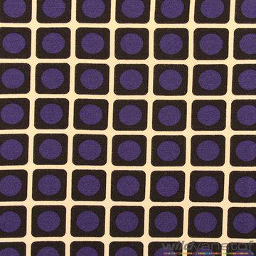 Blauw bol in vierkant patroon op lichtgrijs