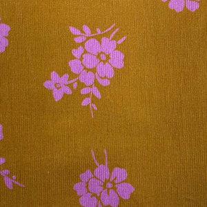 Fluweel - Babyrib oker met roze bloem LMV